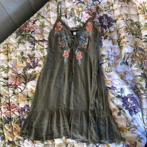 NWT Embroidered Dress (BUNDLE4+items=25%off)